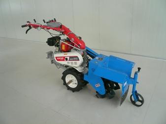自走式培土機